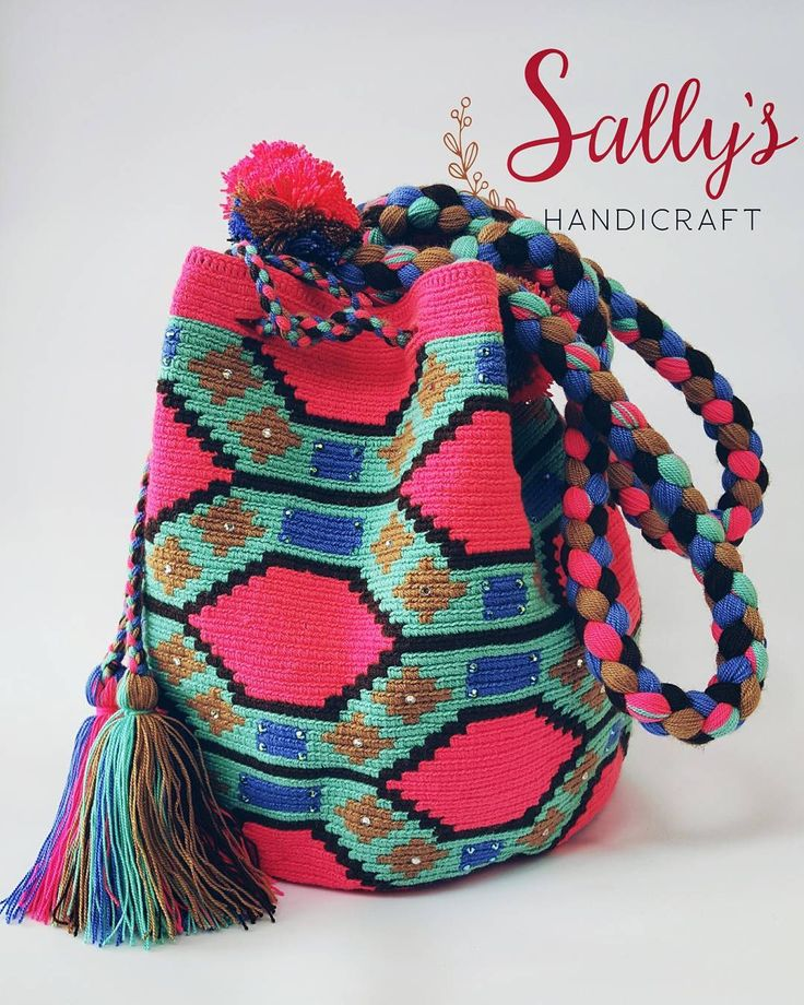 "26 Beğenme, 3 Yorum - Instagram'da กระเป๋าวายูแท้100% Wayúu bag (@sallyshandicraft): ""Wayuu bag high standard quality. 2threads size L with Crystals. งานไหม2เส้น…"""