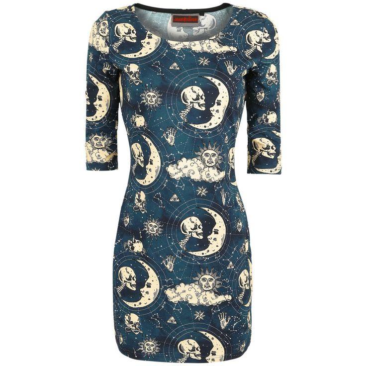"""- boothals - all-over print - nauwsluitend  De jurk """"Universe Skulls"""" van Jawbreaker heeft een ontzettend interessant ontwerp. het kledingstuk heeft een opvallende all-over print van een ongebruikelijk zonnestelsel, welke bestaat uit zonnen, manen, schedels, sterren, wolken, driehoeken met ogen, harten, handen en meer. Omdat de jurk nauwsluitend is, zal het kledingstuk jouw figuur accentueren."""
