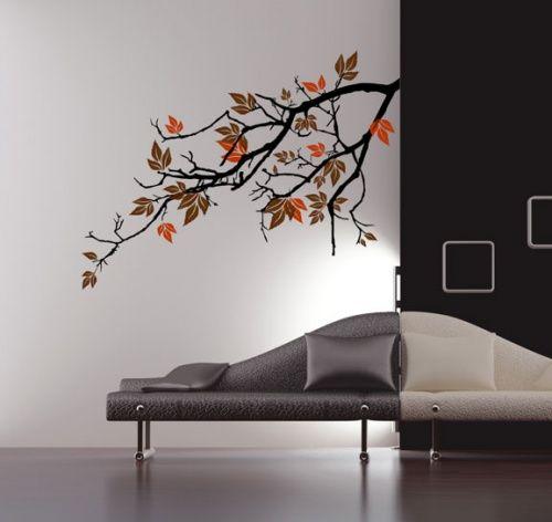 Efterårets røde, gule og orange nuancer er noget af det smukkeste, naturen har at byde på. Nu kan du få fornemmelsen af dyb, farvestrålende efterårsskov helt ind i boligen med denne skønne wallsticker med grenmotiv.