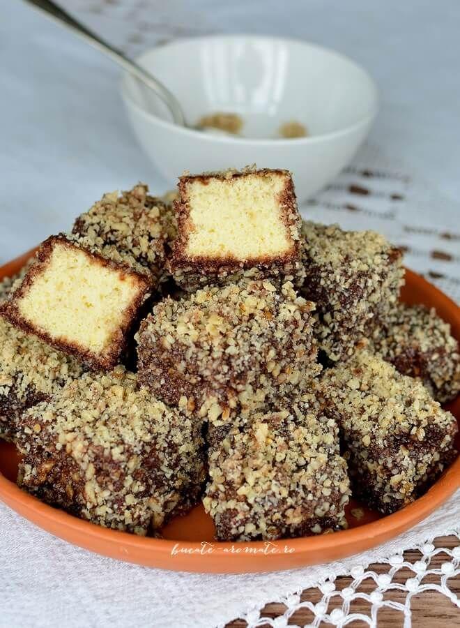 Celebra prajitura tavalita, explicata pas cu pas in doua variante la fel de delicioase: cu nuca de cocos si cu nuca romaneasca.