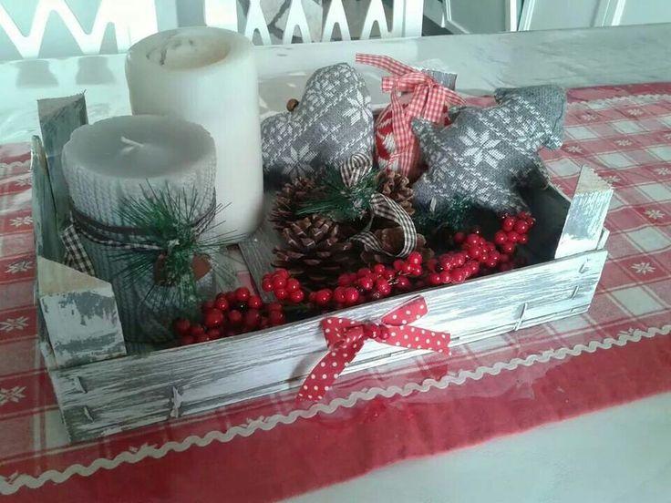 Cassetta della frutta decorata per il Natale
