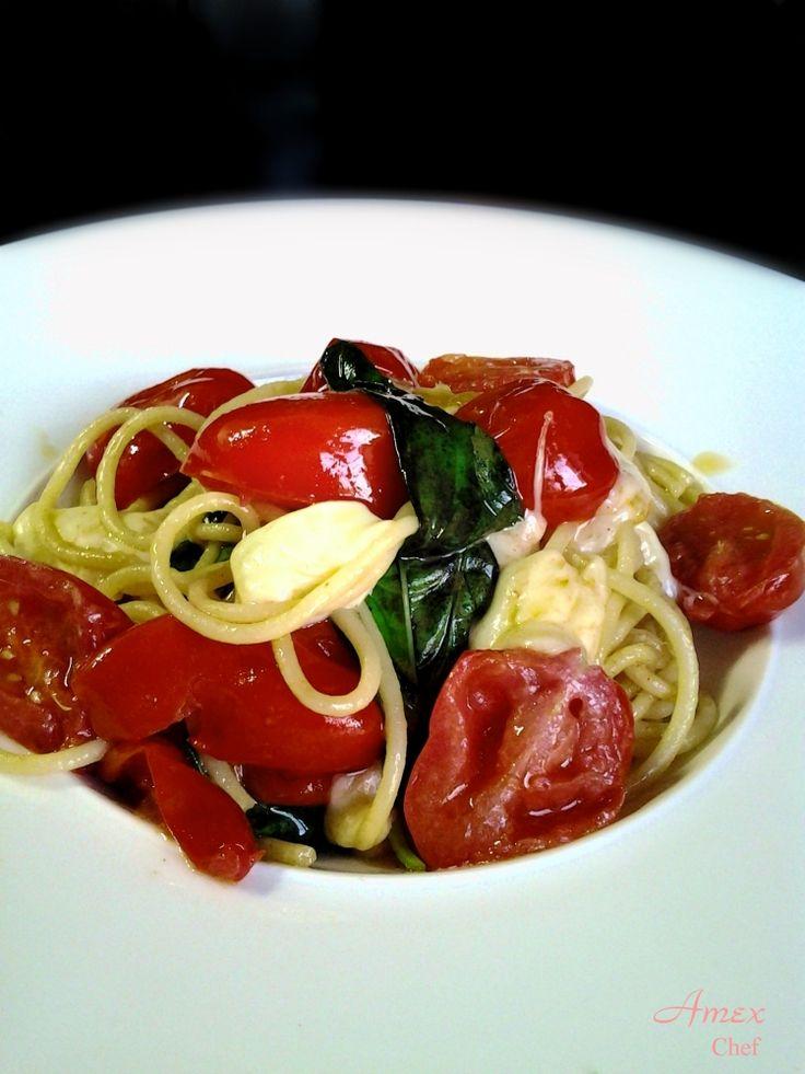 Spaghetti con pomodorini, mozzarella, alici e basilico - Spaghetti with cherry tomatoes, mozzarella, anchovies and basil - Spaghetti z pomidorami cherry, mozzarellą, anchois i bazylią. Chiedi la ricetta! zapytać o przepis! ask for the recipe! info@del-italy.com - www.del-italy.com