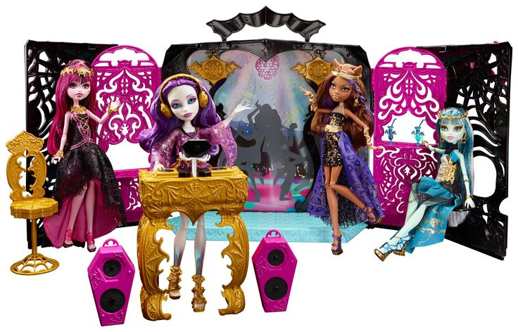 Amazon.com: Monster High 13 Wishes Party Lounge & Spectra Vondergeist Doll Playset: Toys & Games