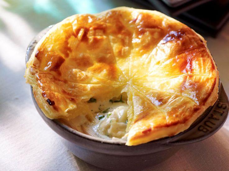 Avec les lectrices reporter de Femme Actuelle, découvrez les recettes de cuisine des internautes : Tourte normande au camembert