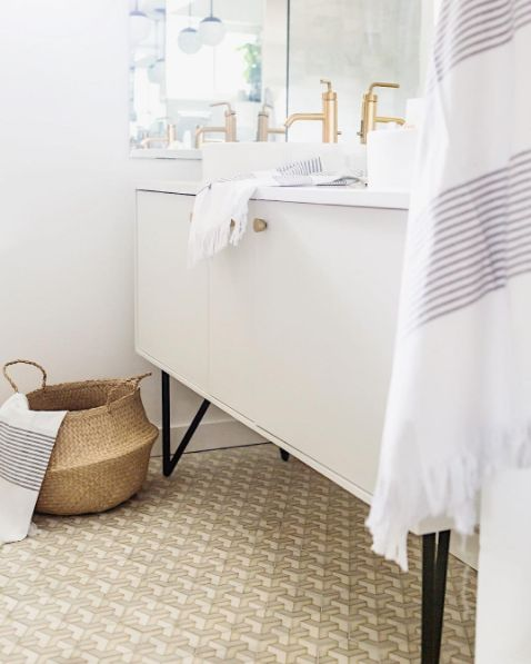 Bathroom essentials from @simplygrove. Shop our Towels here -> http://us.thewhitecompany.com/Home-and-Bath/c/Towels