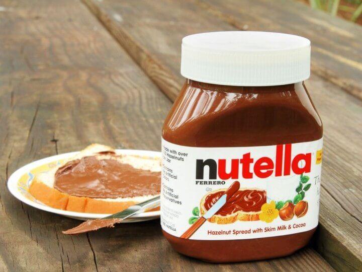 تعتمد شركة فيريرو روشيه بالترويج إلى أن شوكولاتة نوتيلا هي البديل الصحي لشوكولاتة الدهن العادية إلا أن المكو ن الرئيسي الذي يد Nutella Nutella Recipes Recipes