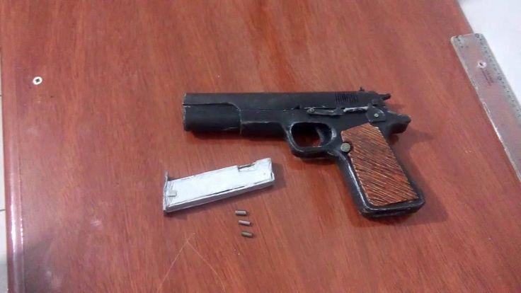 Colt 1911 feita de Pvc ( atira  pregos)