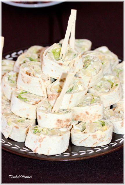 Pour varier les idées de garniture des fameux wraps, voici une succulente version... En roulés dans des tortillas mexicaines avec du thon au naturel, des câpres (ou cornichons), des petits dés de pomme de terre , oignons nouveaux, avocat, lanières de...