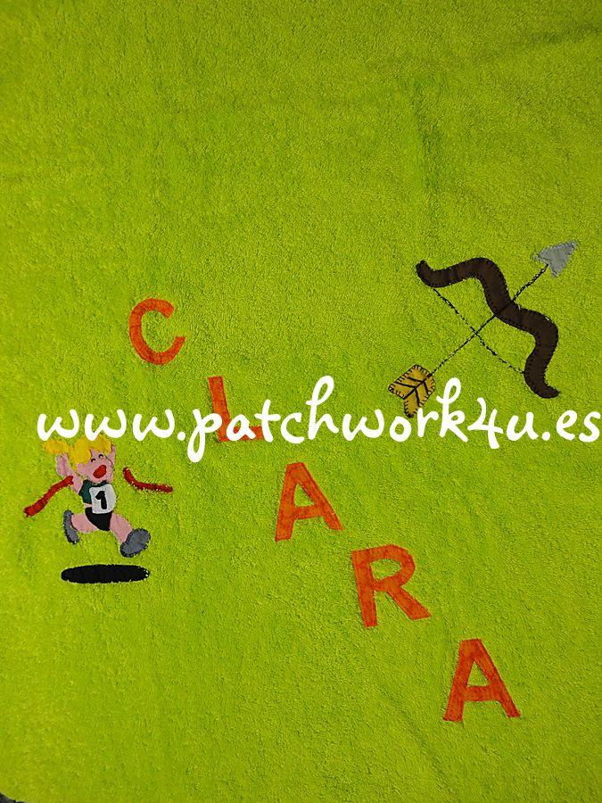 Si estáis buscando regalos personalizados y originales en Patchwork 4U los podéis encontrar, como por ejemplo este regalo tan original que se le hizo a Clara, una toalla de ducha con su nombre y sus aficiones. Clara es una niña de 9 años que hace atletismo y tiro al arco y su color preferido es el verde.  Clara quedó muy sorprendida al ver la toalla.  Si quieres hacer un hacer un regalo divertido, original y personalizado, no esperes más y visita nuestra web: www.patchwork4u.es ¡¡Te…