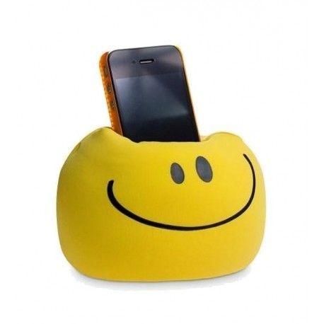 Het Uatt Smartphone Kussen Smile is superhandig om je telefoon op te zetten! Plaats het kussen op een tafel zodat je handsfree naar een filmpje kunt kijken of zet de Smile Telefoon Houder in een kast als houder voor je smartphone of iPod. Een superleuk en vrolijk kussentje om altijd bij je te hebben! Ook leverbaar in Girl en Nerd uitvoering (zie foto's).