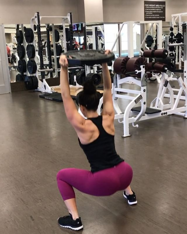 Who else smacks their own butt before an exercise  This circuit KILLED me and the entire glute workout will be live in a few hours on Bowmar Fitness YouTube! The circuit: 1 front lunge, 1 back lunge, 1 squat. Repeat other leg. Repeat as many tim