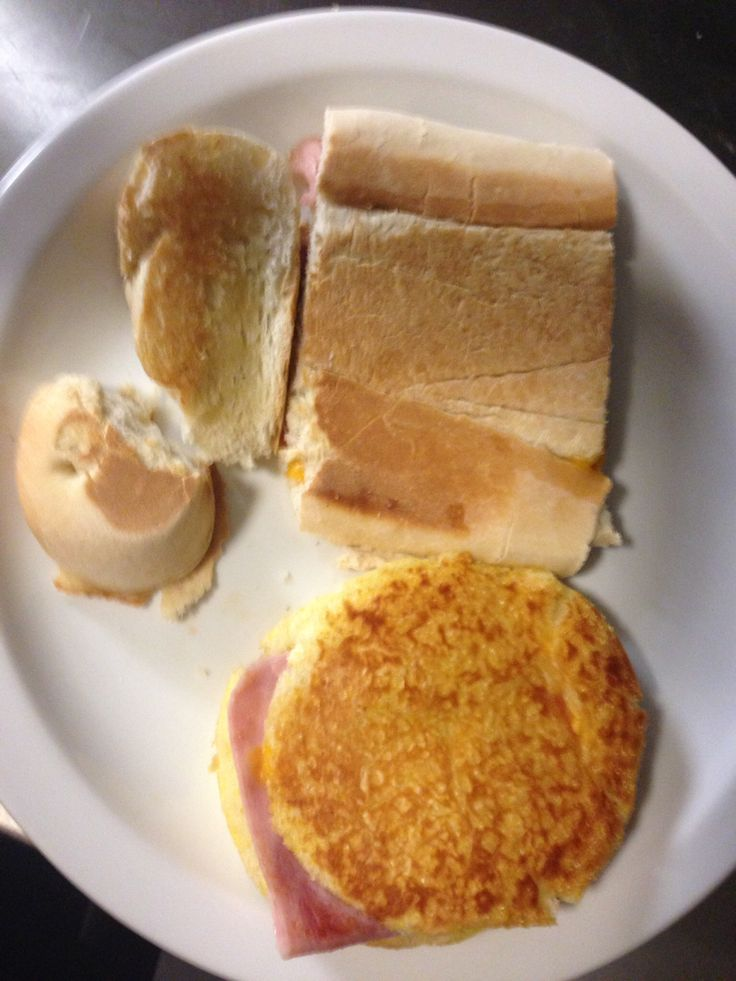 Sandwichito aplastao' queso y jamon por supuesto el mio sin gluten.
