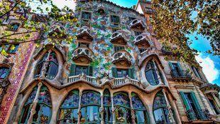 8 különleges homlokzatú épület Barcelonában