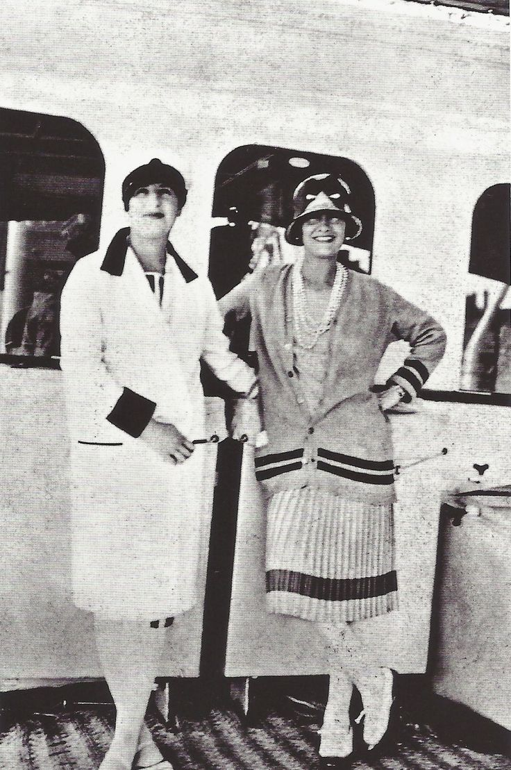Coco Chanel avec la pianiste Marcelle Meyer sur le yacht du duc de Westminter, entre 1925 et 1930.