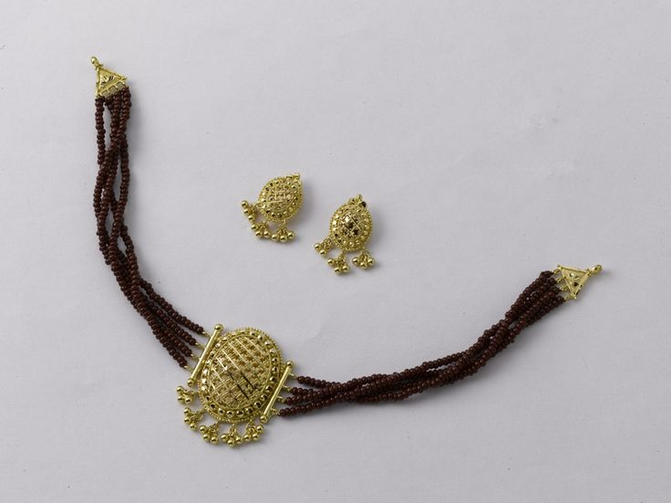 Veni, Vidi, Vici !  Choker: weight 5 gm,Price Rs. 15655/- Earring: weight 4 gm, Price Rs 12550/-