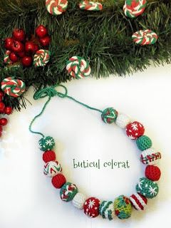 Colorate crosetate: Christmas necklaces