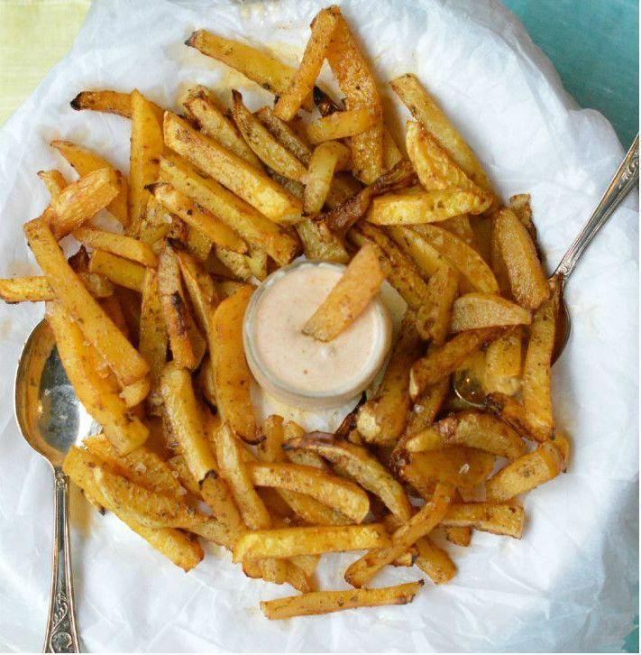 Les frites de navets contiennent deux fois moins de calories que des frites ordinaires en plus d'être délicieuses. Il faut essayer! C'est facile à préparer et c'est bon pour la santé.