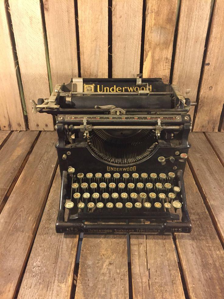 Vintage Underwood Typewriter by UpTheAntiqueCo on Etsy https://www.etsy.com/listing/556036806/vintage-underwood-typewriter
