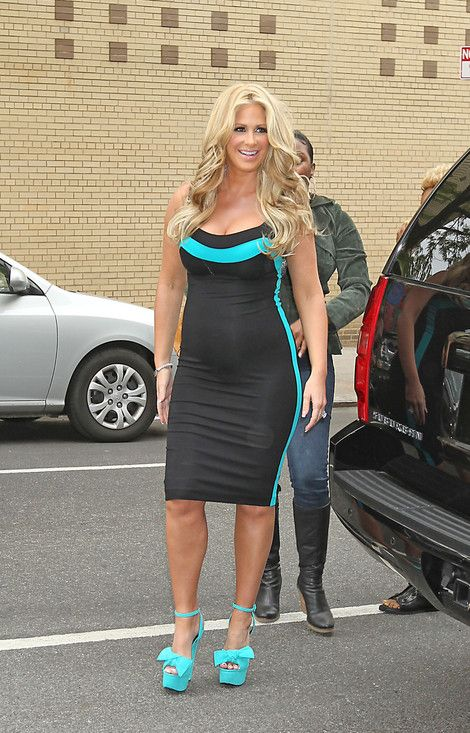Kim Zolciak's pregnancy style is so hot!!