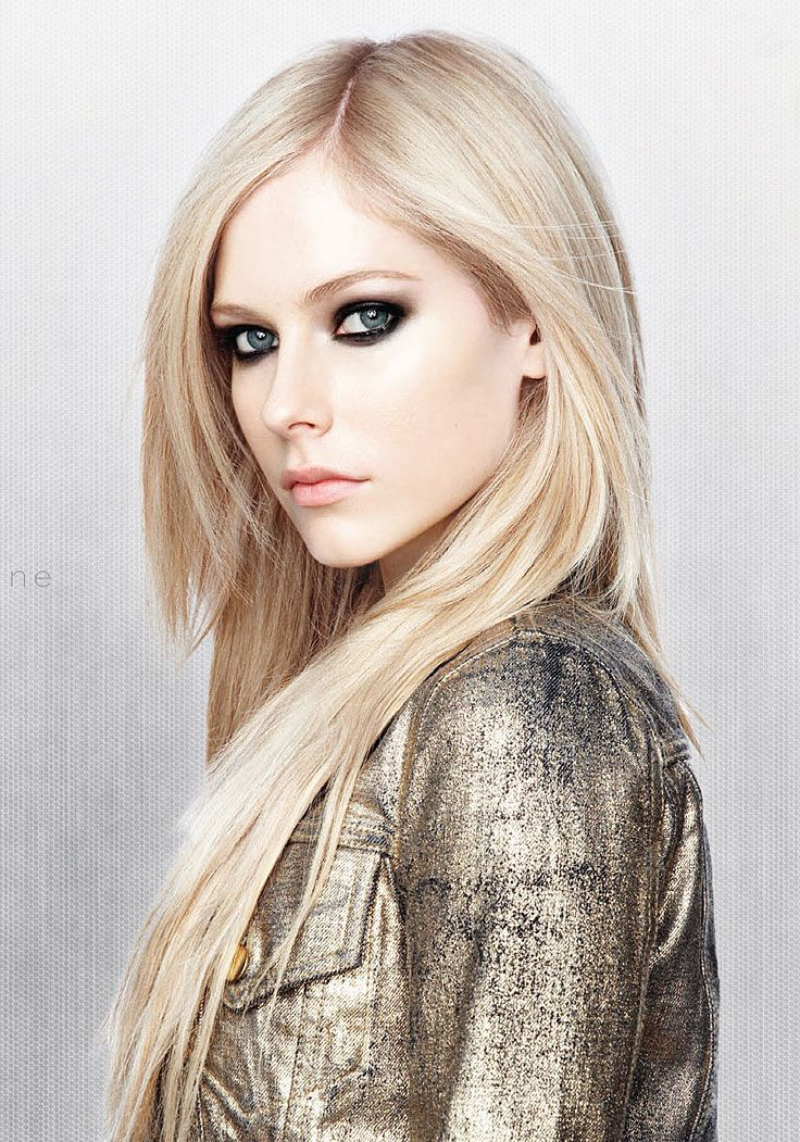 Avril Lavigne looking like Elrond :D