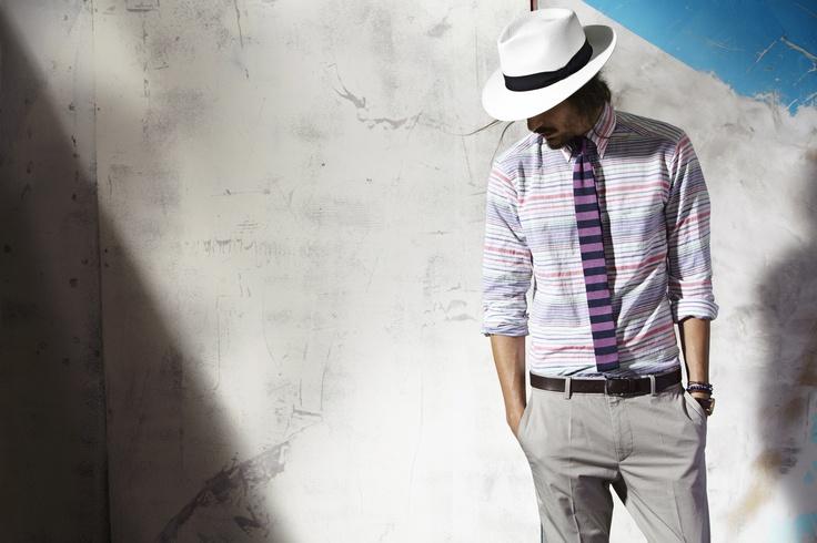 ETON maakt prachtige shirts voor iedere man. Naast de bekende zakelijke shirts ontwerpen ze ook casual shirts, die gemakkelijk te dragen zijn boven een chino of goed combineren met een jasje. Gemaakt van zomerse stoffen die vederlicht om de huid zitten en uw lichaam koel houden tijdens de warme dagen. Ook in de zomer kleedt u zich met ETON als een echte gentleman.