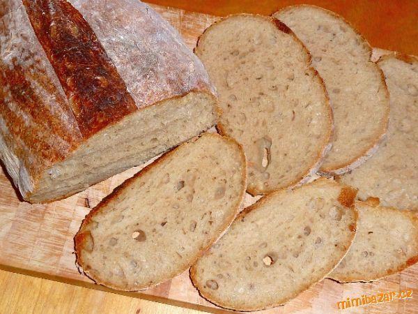 To je momentálně můj nejoblíbenější chléb.<br><br>1. den (12 - 16 hodin předem) rozkvasit kvásek.<br...