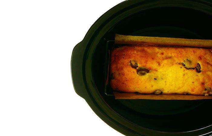 Bizcocho de brie, bacón y aceitunas. Receta para Crock Pot #crockpot #crockpotting #slowcooker #slowcooking #recetas #bizcochos #bacon
