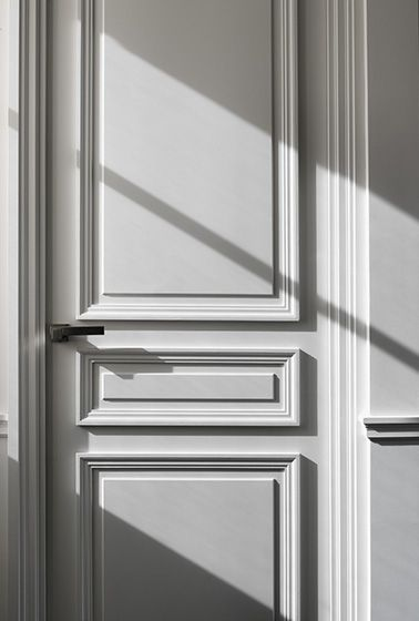 The beauty of a classical door. Apartment Victor Hugo by Guillaume Alan.
