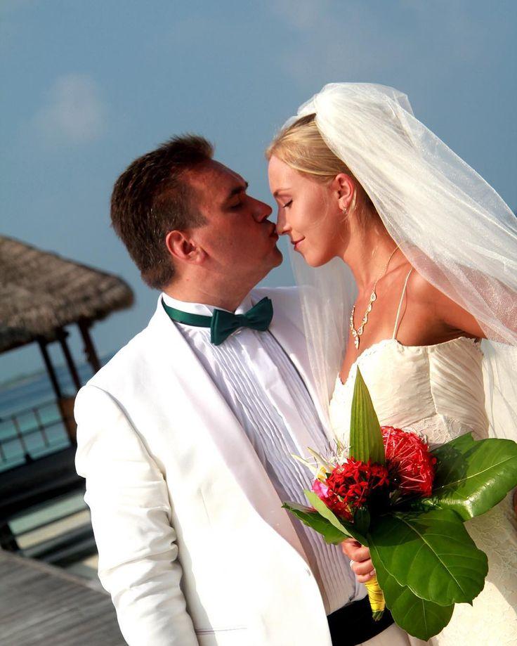 Любите друг друга не только 14 февраля  #amor#amore#amour#kiss#семья#family#BadgleyMisсhka#luxury#lux#wedding#maldives#любовь#maldivesislands#bride#love#невеста#острова#instatravel#malediven#badgleymischka#мальдивы#madoogali#saintvalentin#happyvalentinesday#valentinstag#sanvalentino#деньсвятоговалентина#деньвсехвлюбленных#деньвлюбленных by elissiv_elissiv
