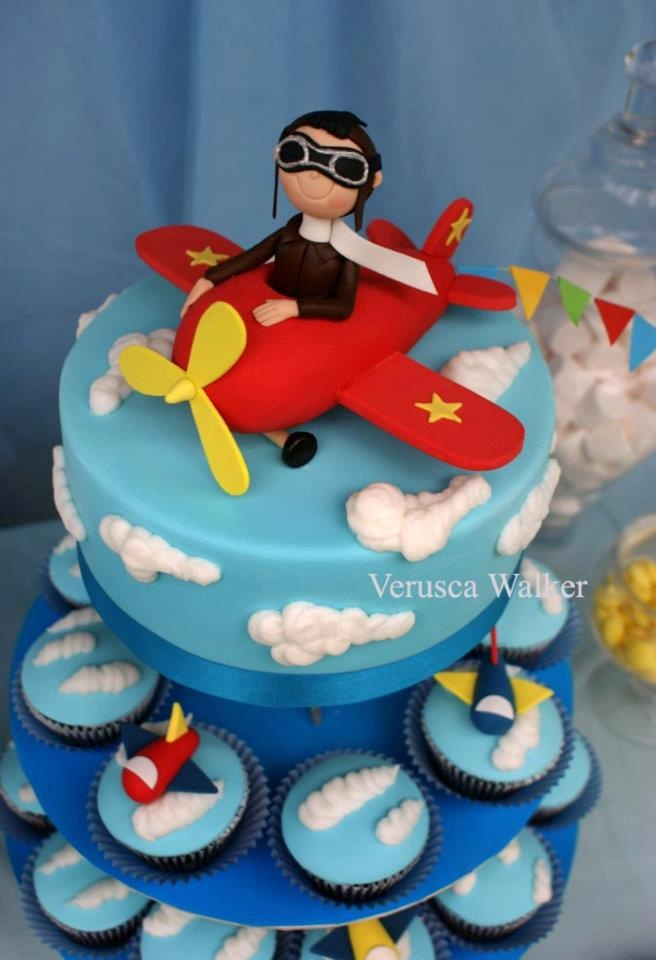 Airplane Cake and Cupcakes...Would love tomake this for my Dad's birthday!