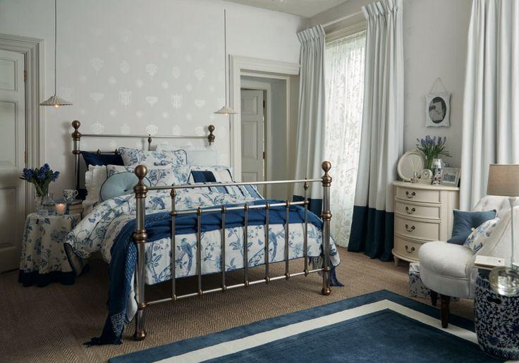 Спальня в  цветах:   Бежевый, Светло-серый, Серый, Темно-зеленый.  Спальня в  .