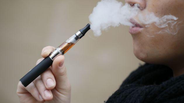 OMS recomendó prohibir la venta de los cigarrillos electrónicos a menores