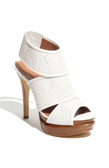 Calvin Klein: White Shoes, Sandals Pumps, Favorite Shoes, Klein Fashion, White Sandals, Hair Style, Klein Shoes Nic, Calvin Klein Nic, Calvin Klein Shoes