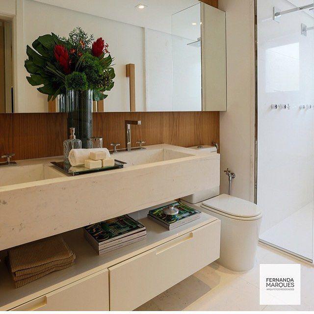"""2,426 curtidas, 38 comentários - Fabi Vilela  @fabiivilela (@fabiarquiteta) no Instagram: """"Banheiro, destaque para as duas cubas esculpidas no próprio mármore e parede revestida por…"""""""