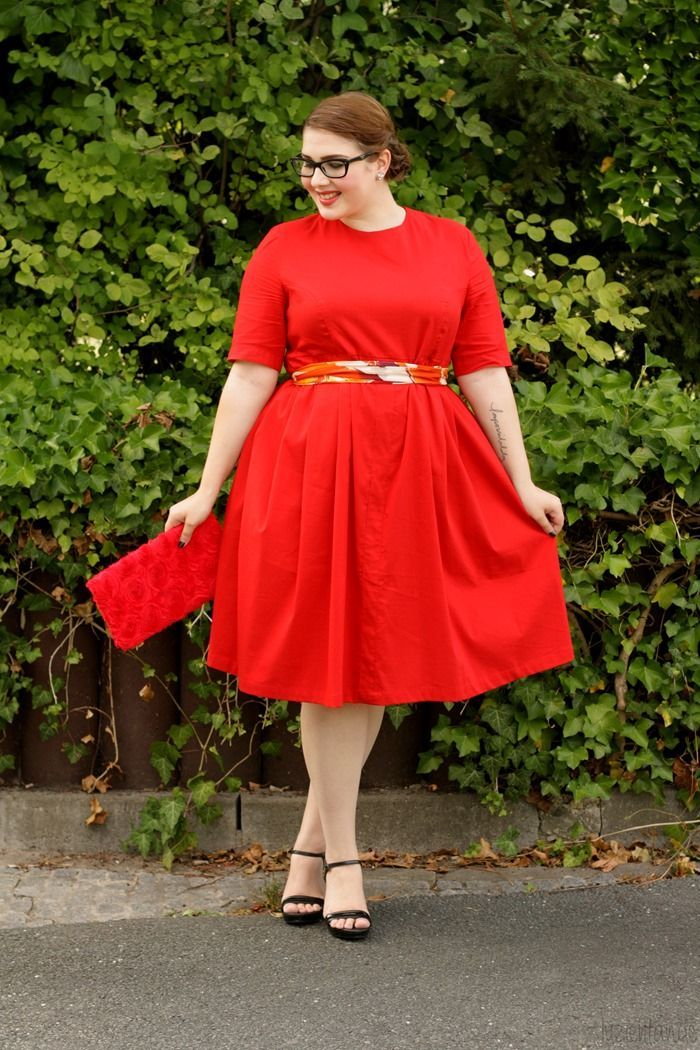 Gorgeous Red Dress. LOVE this. The full skirt is so flattering!