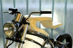 E-RAW moto électrique en bois par Martin Hulin