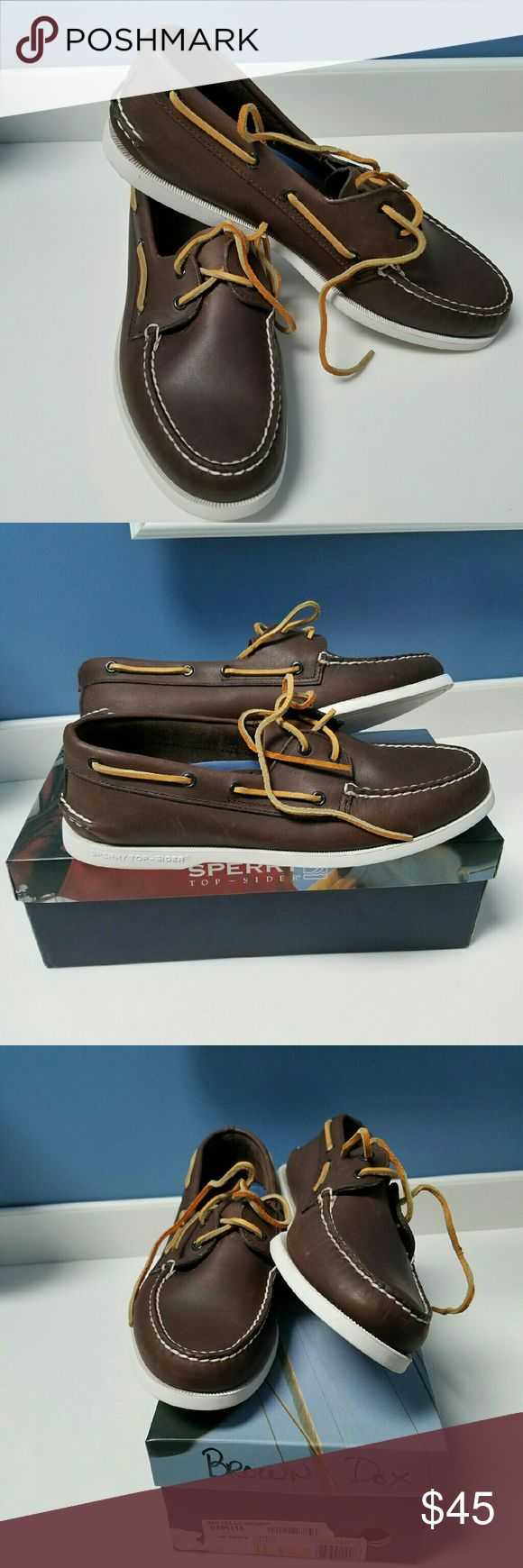SPERRY TOPSIDER Boat Shoes Size 11 These are store returns. Look to be only worn maybe once or just display models. These show no wear except for extremely light soiling on the white bottom.  Brand: Sperry Style: Topsider boat shoes Size: 11 Sperry Top-Sider Shoes Boat Shoes