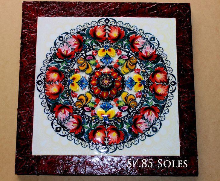 MANDALA elaborado en Arte Frances con marco en relieve, madera trupan de 40 cm x 40 cm. Costo $ 30 dólares