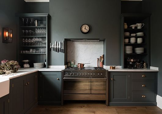 gray ktichen in victorian london home / sfgirlbybay