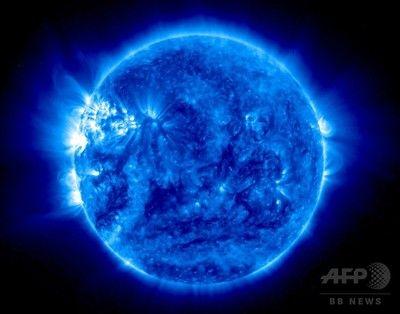 観測衛星が捉えた「青い太陽」、NASA公開