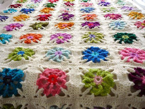 flower grannies: Crochet Granny Squares, Crochet Afghans, Granny Squares Afghans, Crochet Squares, Blankets Patterns, Floweri Granny, Colors Floweri, Photo, Floweri Blankets