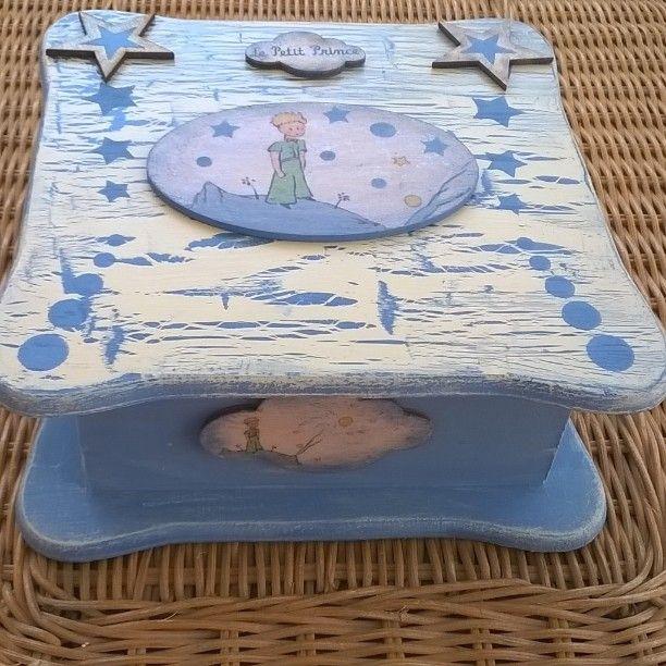 Decoupage-transfer box Το κουτί ευχών του μικρού Αγγελου!!! #LePetitPrince #TheLittlePrince #AntoineDeSaintExupery #handmade #blue #frame #box #earrings #canvas #baptism #newborn #baby 👶 #preciouscelebration #birthname #mother #godmother #wishes