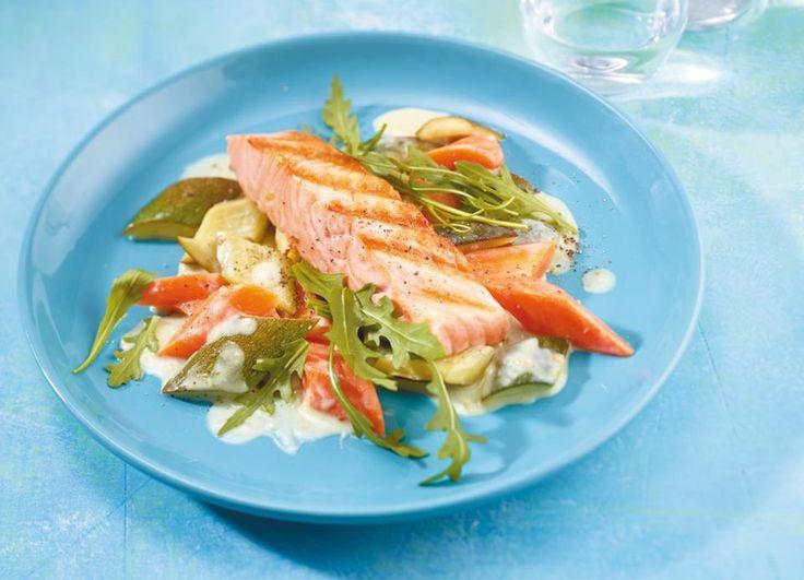 Zucchini-Möhren-Gemüse mit Lachs  - [ESSEN UND TRINKEN]