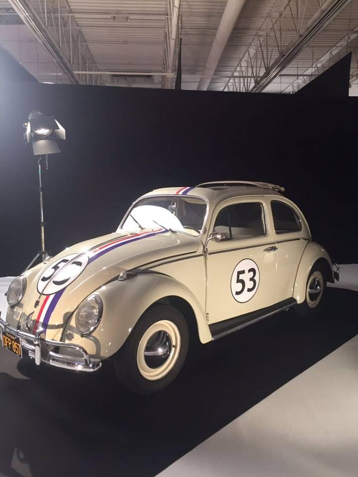 """L'exposition du Mondial de l'Automobile à ne pas manquer : """"Moteur ! L'automobile fait son cinéma"""".  Volkswagen coccinelle - Un amour de coccinelle  RDV Hall 8 jusqu'au 16 Octobre !"""