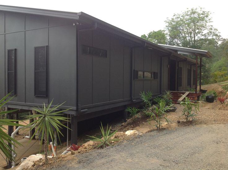 Modern Breezeway design in Eumundi, Queensland with cement sheet cladding | Tru-Built Builders Queensland.