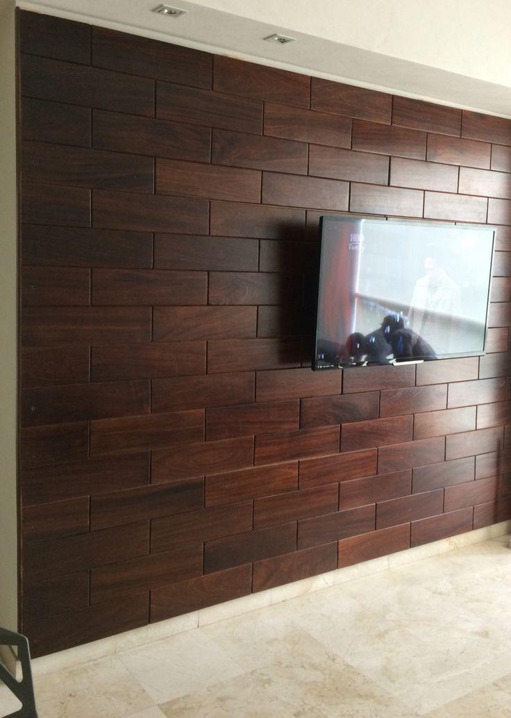panel en muro hecho de madera de parota pregunta por el precio del metro