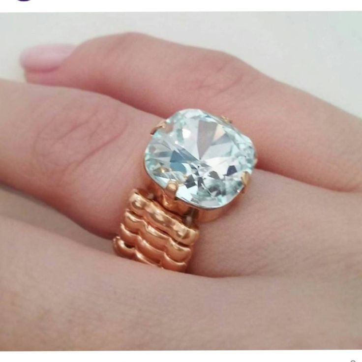 Porque a gente ama um brilho né? 🌟💍💟 #swarovski #anel #brilho #chique #luxo #moda #bright #ring #chic #luxury #fashion #style #instaluxury #instachic #instagood #instalike