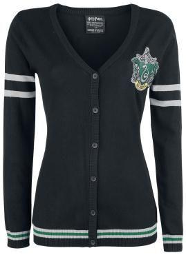 """- Girl-Cardigan - Feinstrick - Slytherin Logo auf der linken Brust gestickt - Knopfleiste - elastische Rippbündchen - Streifen auf den Ärmeln und Saum  Nicht nur Fans von """"Harry Potter"""" dürften an diesem Cardigan Gefallen finden. Er kommt in Feinstrick daher und ist mit einem gestickten in Grün und Grau gehaltenen Slytherin-Logo auf der linken Brust versehen. Streifen auf den Ärmeln und am Saum erzeugen einen klassischen Kontrast zum Schwarz. Die Knopfleiste rundet den Look der mit…"""