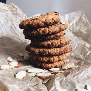 Печенье из миндальной муки и арахисовой пастой