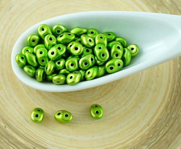 Perles vert pomme ou vert Greenery pour les plus tendances ;) !  Taille (mm): 2,5 mm x 5mm  Plus de détails sur DaWanda.com